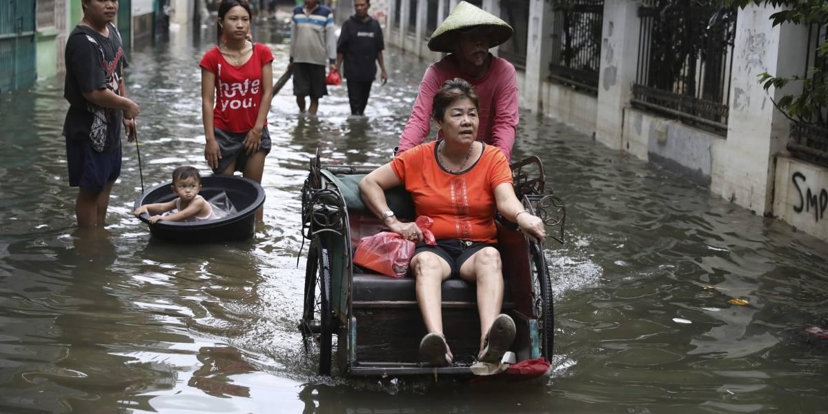 Inundaciones en Indonesia dejan un saldo de 53 muertos