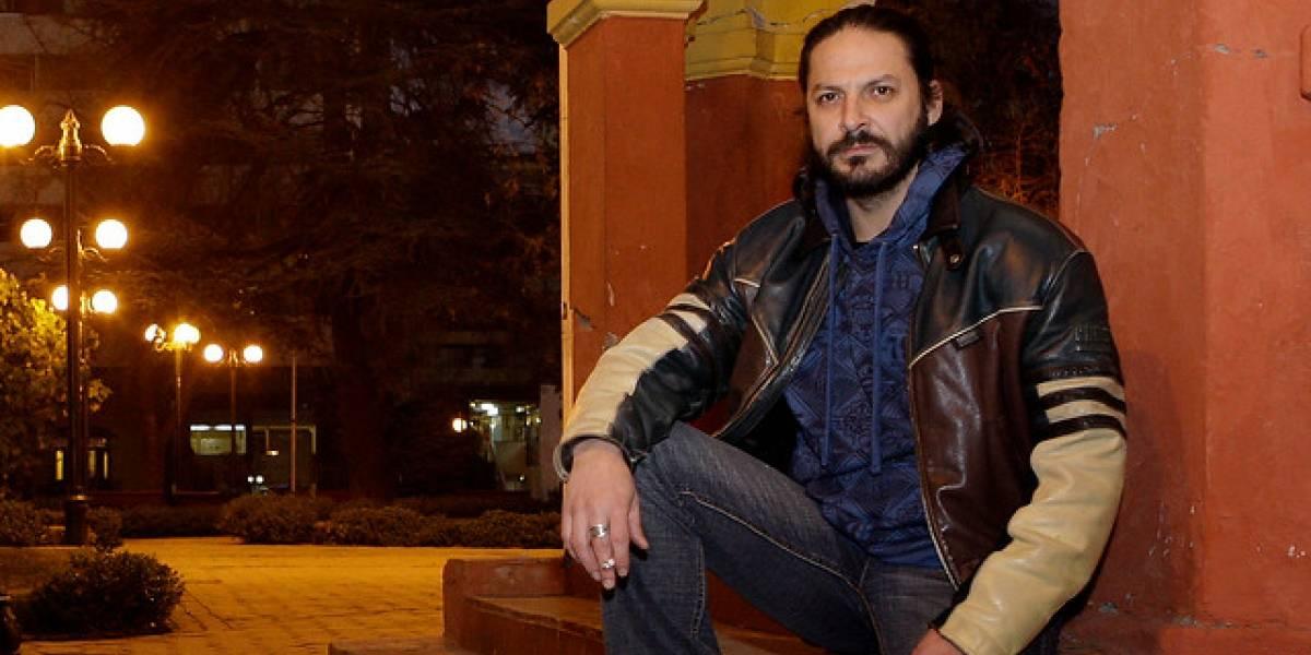 Rafael Cavadamostró en redes sociales cómo le sacaron un perdigón de la muñeca tras cubrir incendio en la Iglesia de Carabineros