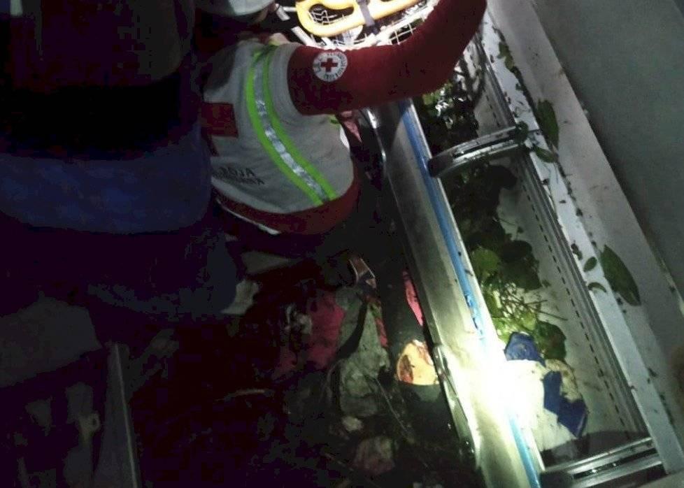 Bus interprovincial cayó a un abismo en la vía Alóag-Santo Domingo