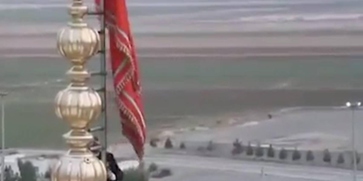 Irán levanta una bandera roja en mezquita tras el asesinato de Soleimani