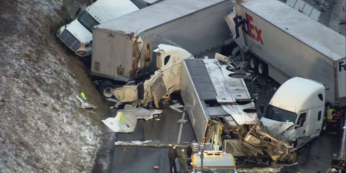 Choque vehicular múltiple deja un saldo de cinco muertos en Pensilvania