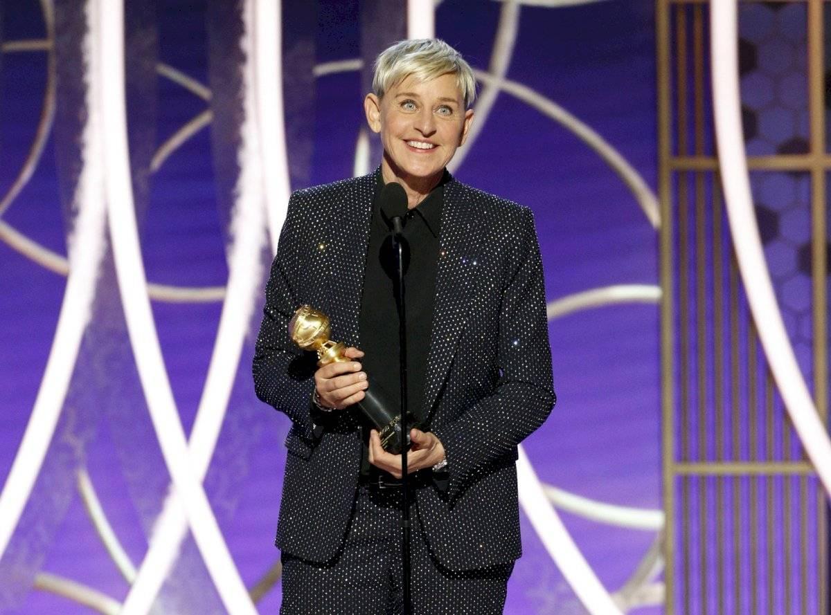 En esta imagen difundida por NBC, Ellen DeGeneres recibe el Premio Carol Burnett a la trayectoria en la TV durante la ceremonia de los Globos de Oro, el domingo 5 de enero del 2020 en Beverly Hills, California. (Paul Drinkwater/NBC via AP)