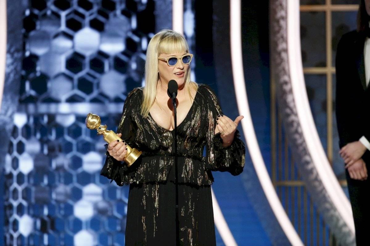 """En esta foto difundida por NBC, Patricia Arquette recibe el Globo de Oro a la mejor actriz de reparto en una serie, serie limitada o película hecha para TV por """"The Act"""", el domingo 5 de enero del 2020 en Beverly Hills, California. (Paul Drinkwater/NBC via AP)"""
