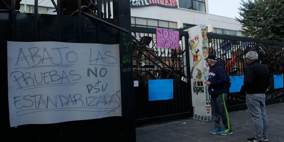 Estudiantes se toman sede de la PSU en Valparaíso y Demre suspende rendición de la prueba en el establecimiento