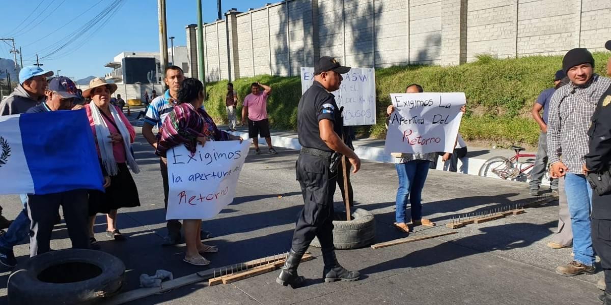 Pobladores bloquean ingreso a la autopista Palín-Escuintla