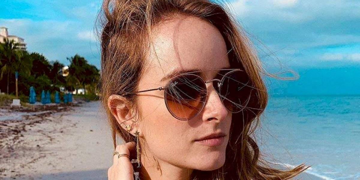 La cantante guatemalteca Stephanie Zelaya presume su cuerpazo en un sexy top