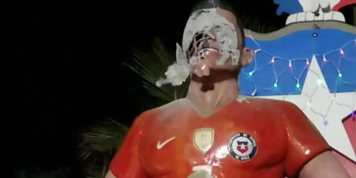 Atacan la estatua de Alexis Sánchez y sufre graves daños en Tocopilla