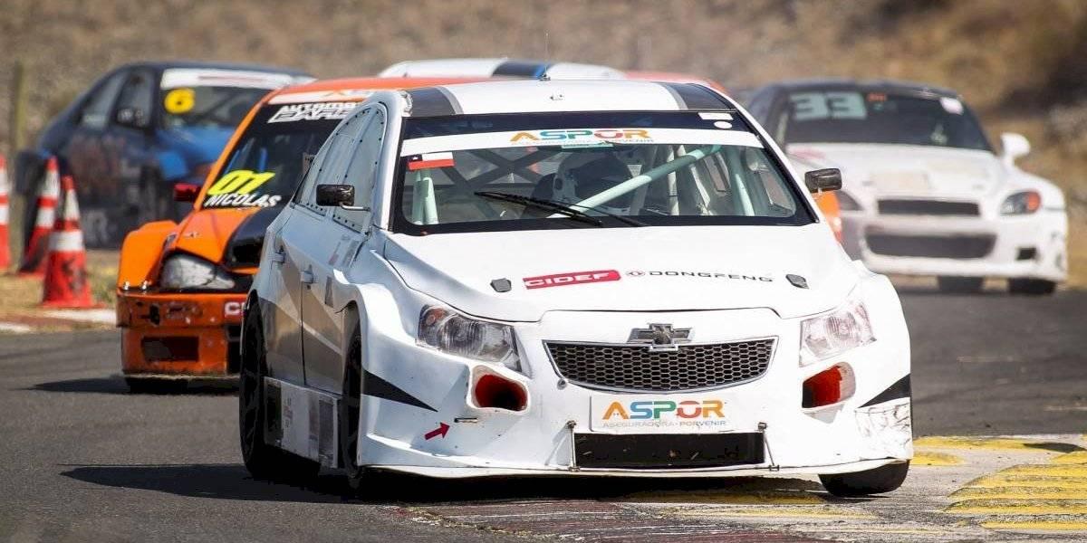 Felipe Barrios da el golpe y se consagra campeón del Turismo 2000