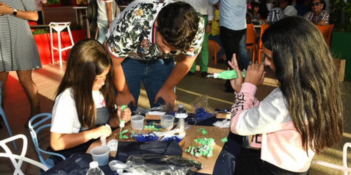 Pintando galletas con mucho arte y generosidad
