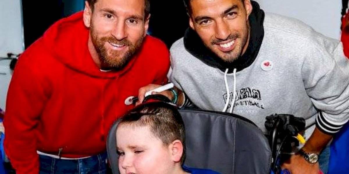 VIDEO. Futbolistas del Barcelona visitan hospitales en el día de Reyes Magos