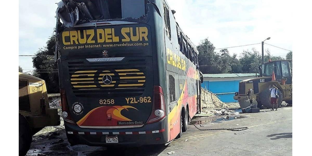 Acidente com ônibus mata 16 pessoas no Peru; dois seriam brasileiros