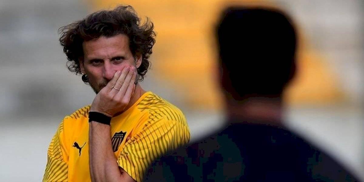 Diego Forlán dirige su primer entrenamiento en Peñarol