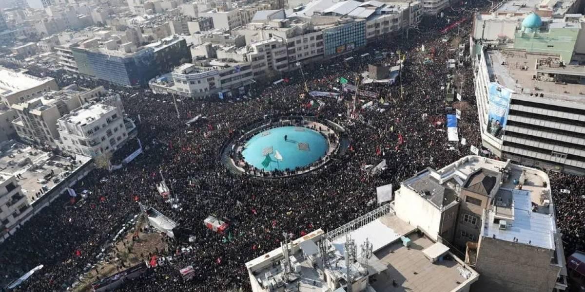 Tumulto no funeral de Suleimani em Kerman deixa ao menos 50 mortos