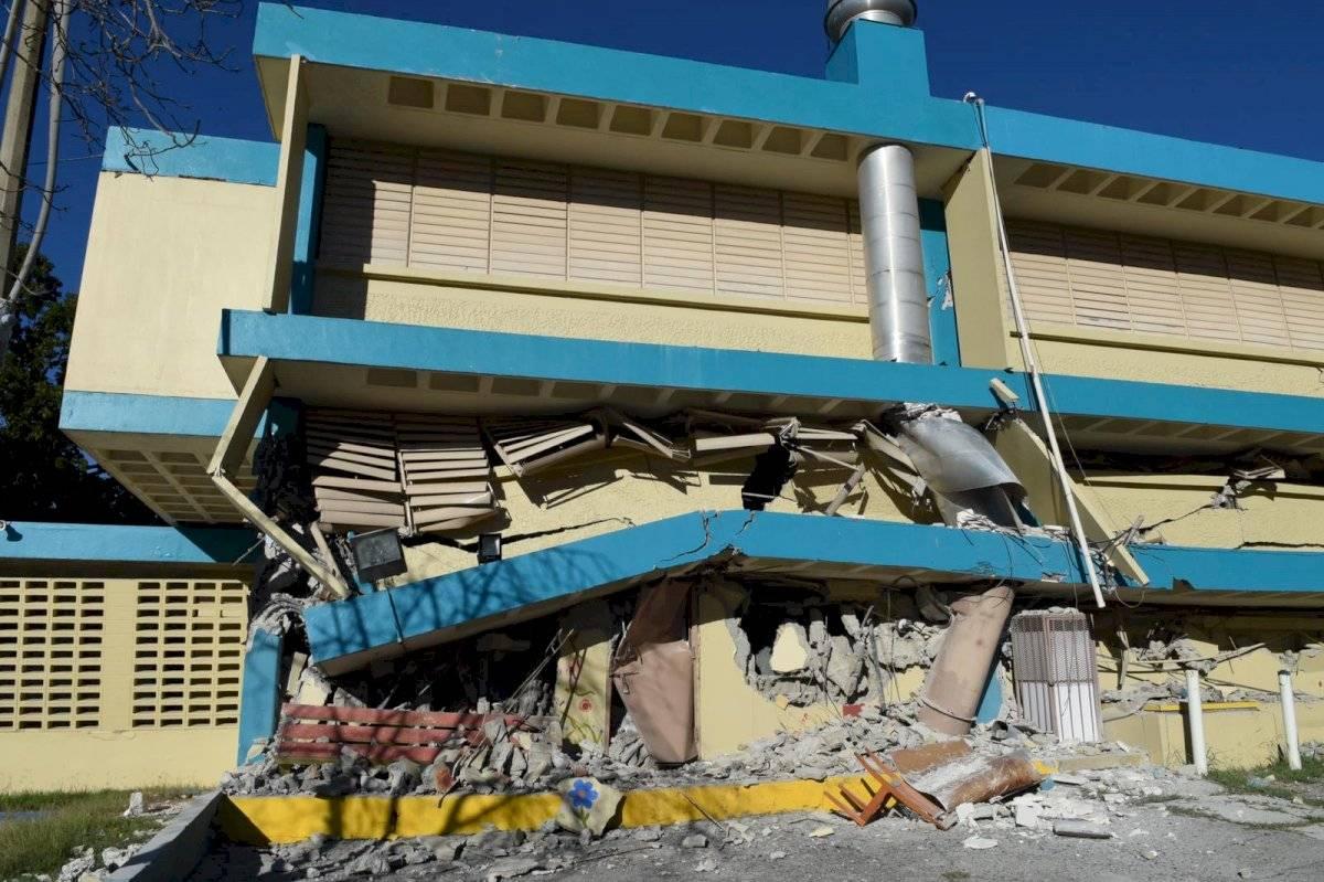 Escuela destrozada tras sismo de 6.4 en Guánica