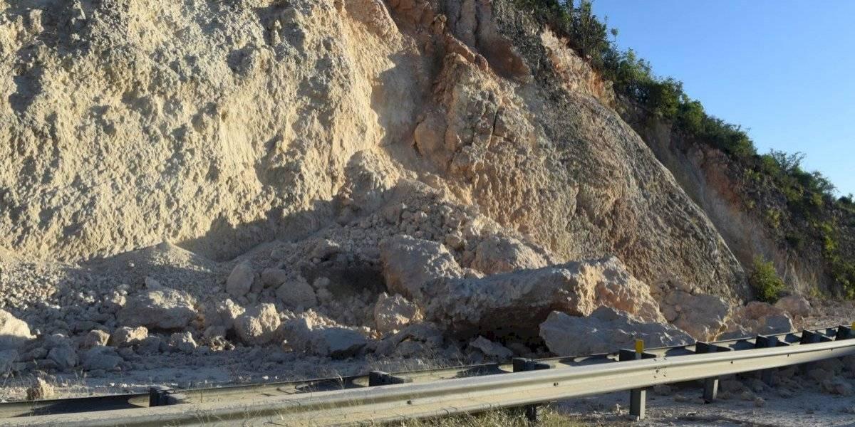 Derrumbe deja intransitable carretera PR-2 en Ponce