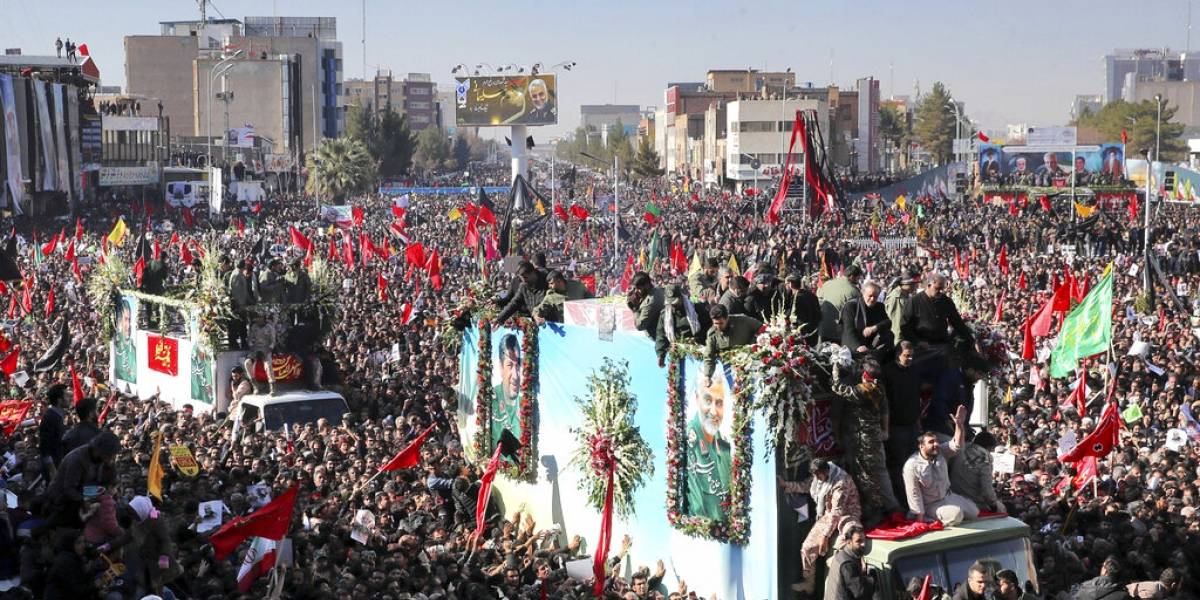 Más de 30 muertos deja estampida humana en funeral de general Soleimani en Irán