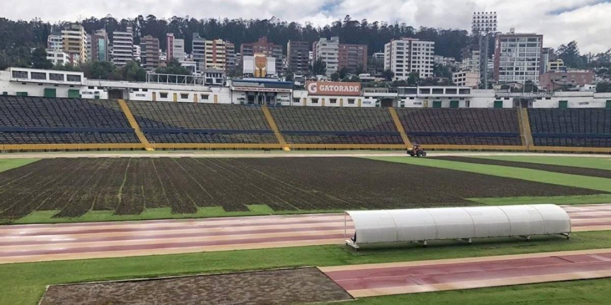 Se iniciaron trabajos en la cancha del estadio Olímpico Atahualpa