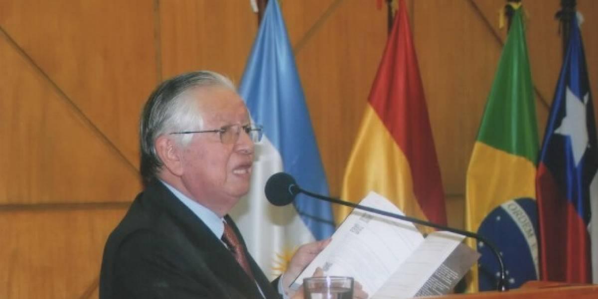 """Dr. Ángel Polibio Córdova lanzó su libro """"La fuerza de la opinión pública"""""""