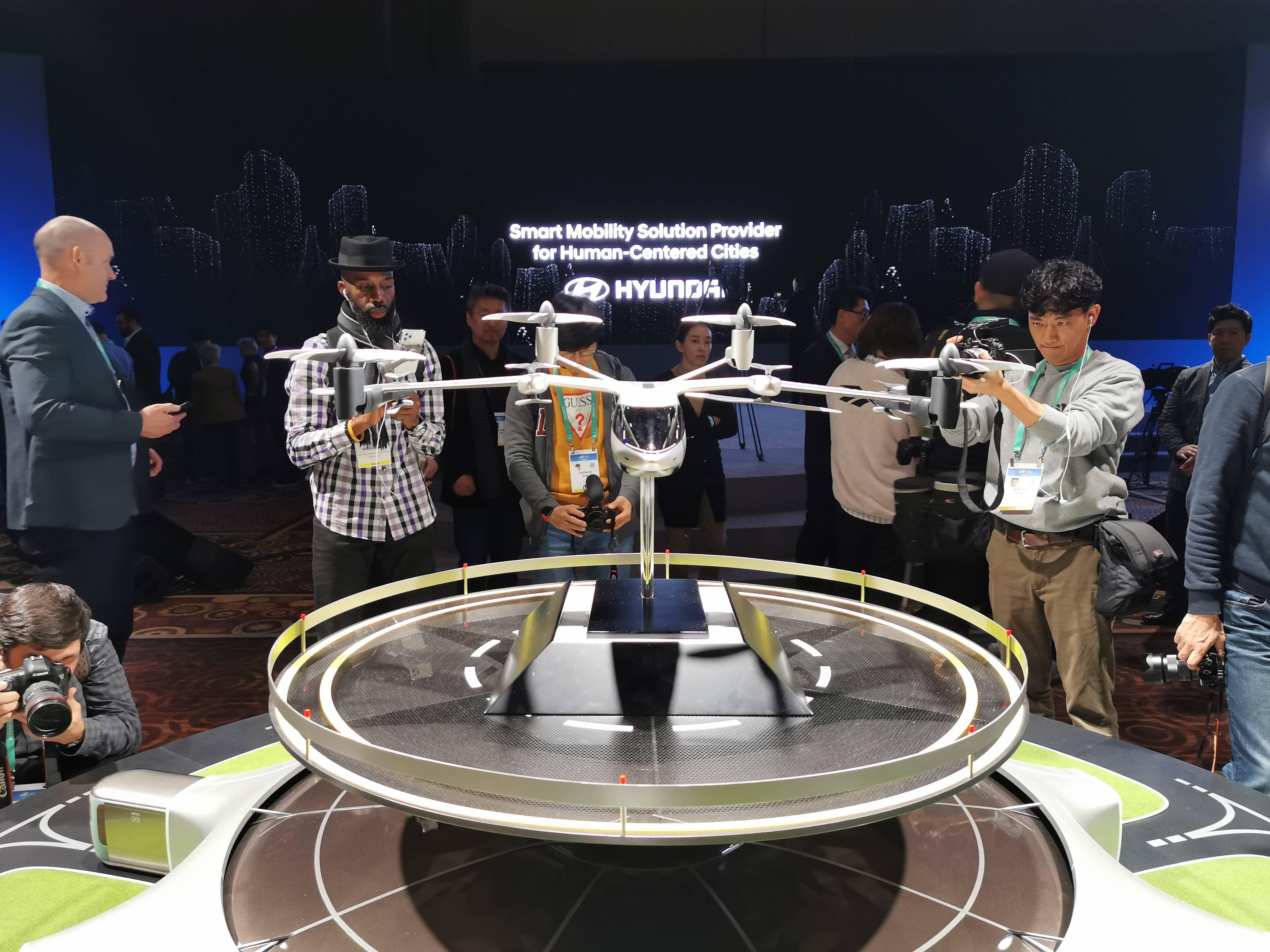 Hyundai y Uber presentan concepto de taxi volador eléctrico