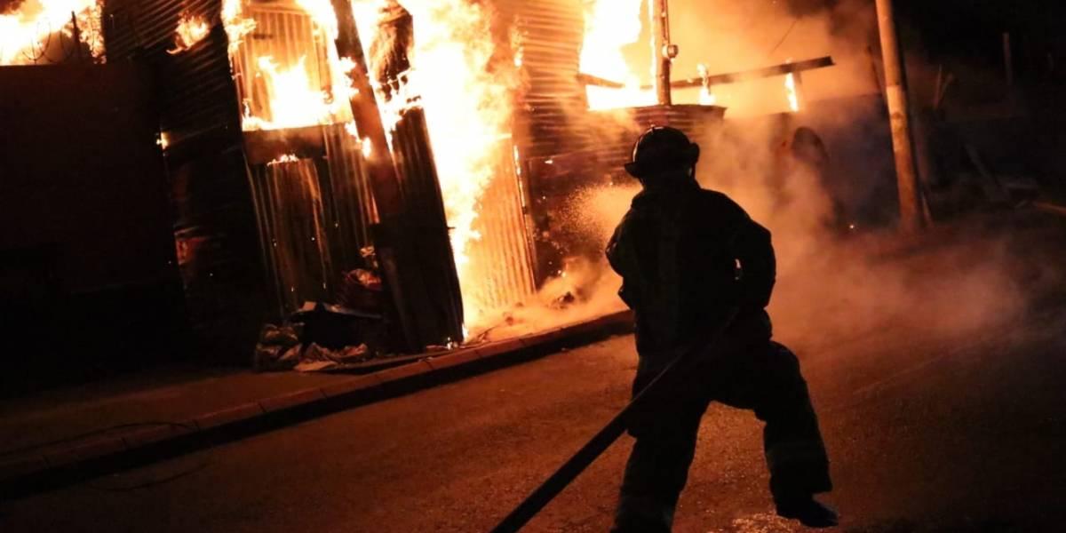 Se registra voraz incendio en una bodega de La Terminal