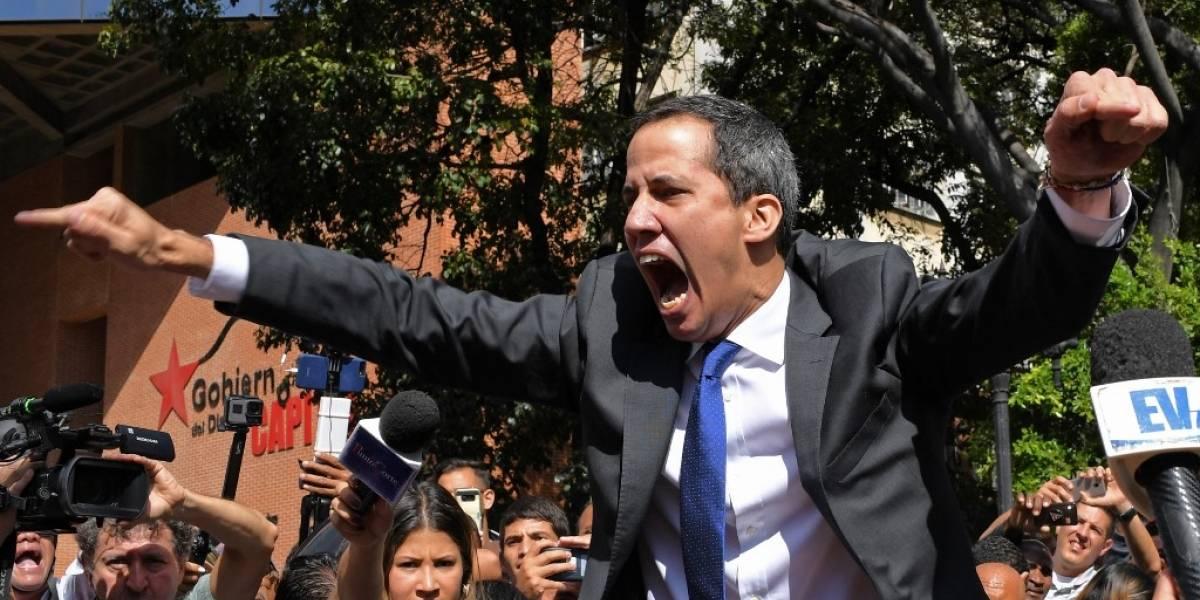 VIDEO. Dramático momento en el queopositores y Guaidó fuerzan entrada al Parlamento de Venezuela