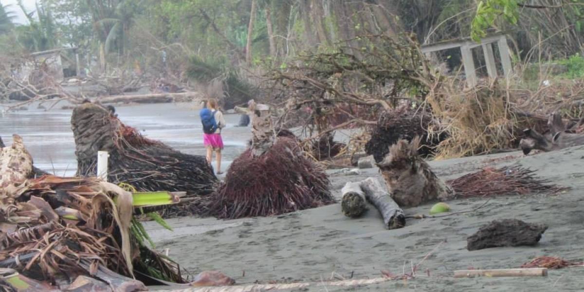 La fuerte marea del Pacífico está llevándose varios pueblos