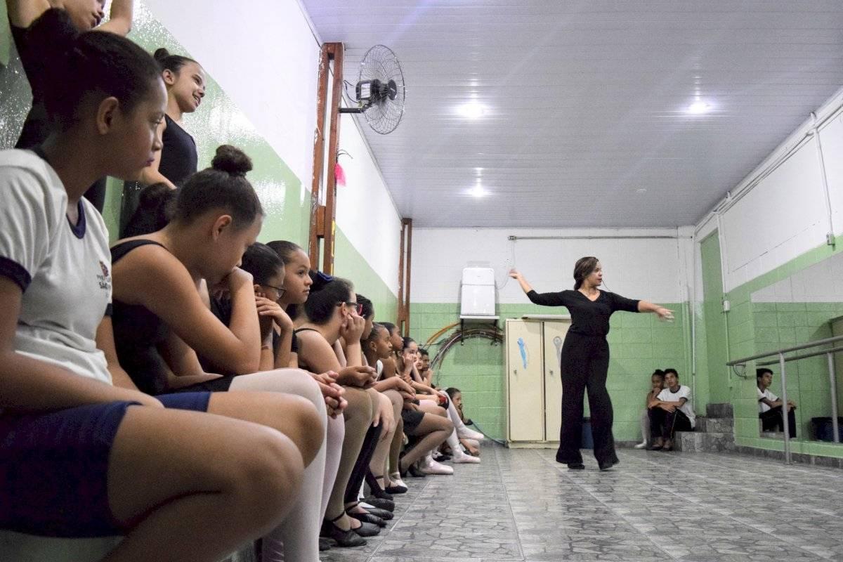 Aula de Balé em escola municipal na zona norte