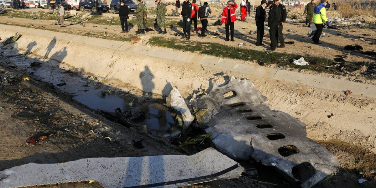 """Tragedia aérea que dejó 176 muertos en Irán: avión ucraniano no alcanzó a pedir ayuda y se estrelló tras intentar regresar al aeropuerto por """"problema"""""""