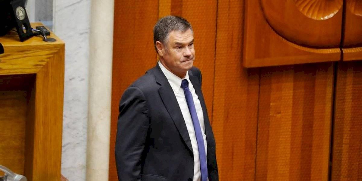 Senador Ossandón es hospitalizado y se realiza exámenes tras presentar malestares y fiebre alta