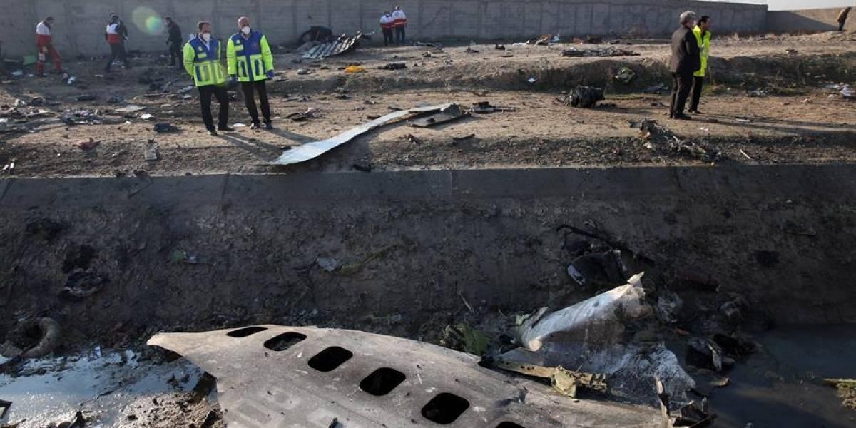 Fotos del avión caído en Irán que sugieren que sí fue atacado