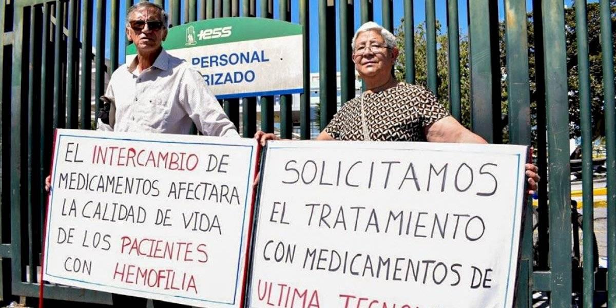 Familiares y pacientes que padecen hemofilia realizaron plantón fuera del Andrade Marín