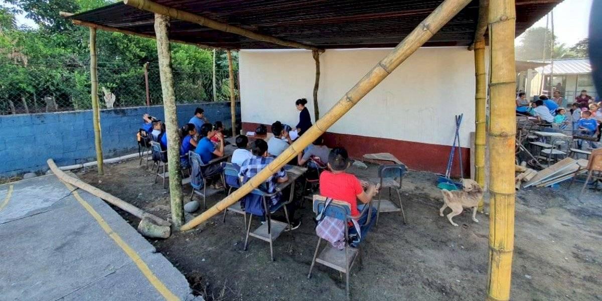 VIDEO. Ciclo escolar se inicia en una galera para estudiantes de Chicacao