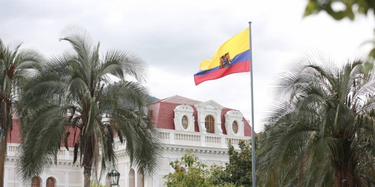 Ecuador recalca que vigilancia con aviones de Estados Unidos es previamente autorizada