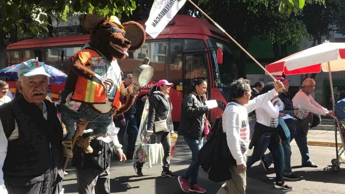 Cierran Insurgentes por manifestación contra CFE