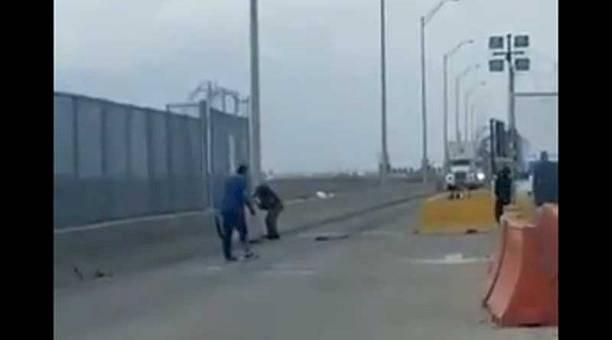 Migrante se suicida frente a todos en la frontera de Estados Unidos por negarle el paso