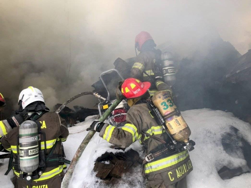Incendio estructural en Cuenca dejó personas afectadas y más de 100 evacuados