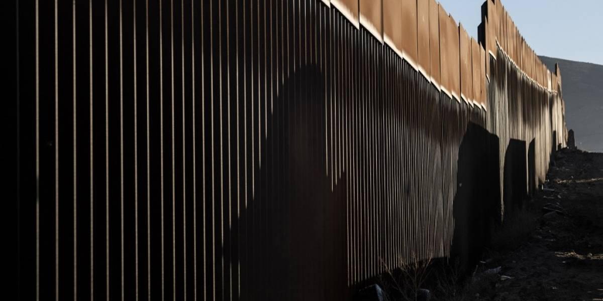 Patrulla Fronteriza halla a 63 migrantes dentro de un tráiler en Texas