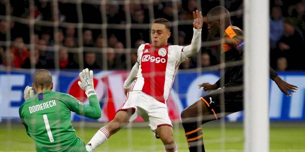 Sergiño Dest abandona concentración del Ajax en Catar por seguridad