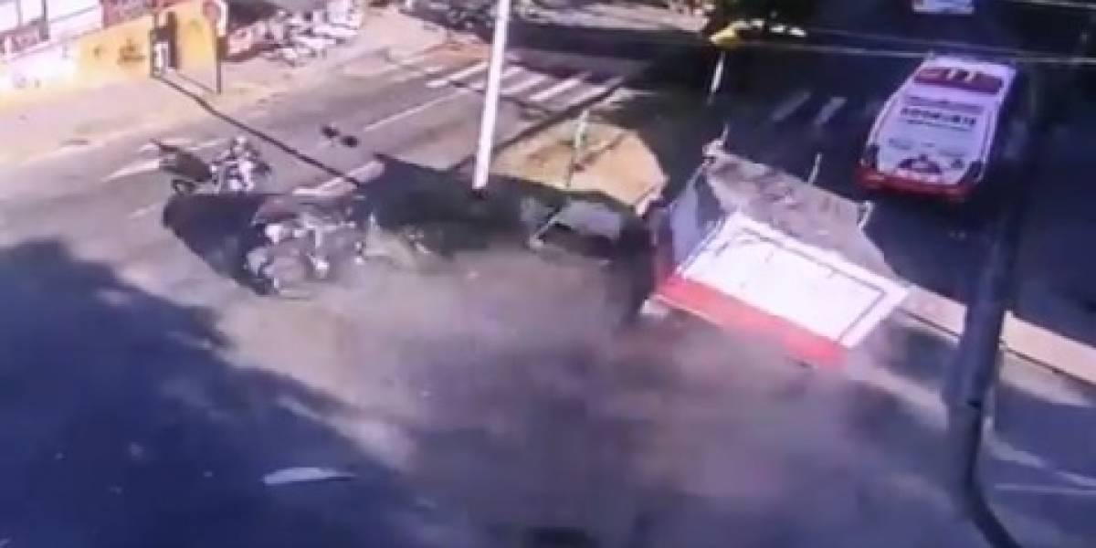 (VIDEO) Volqueta estrelló tres vehículos en aparatoso accidente de tránsito