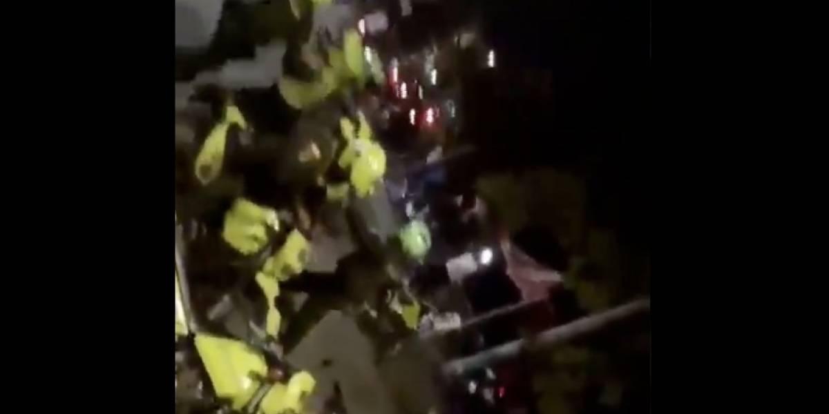 (Video) Con tiros al aire, Policía evitó linchamiento de hombre que habría violado a una niña