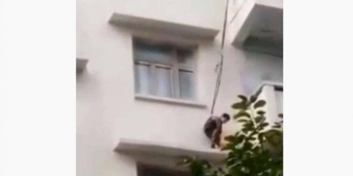 VÍDEO: Avó usa corda e pendura neto de 7 anos em sacada de prédio para salvar gato