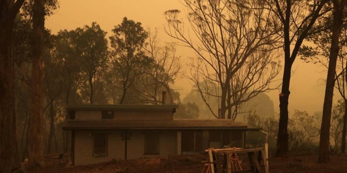 Dos incendios se fusionan en un fuego masivo en Australia