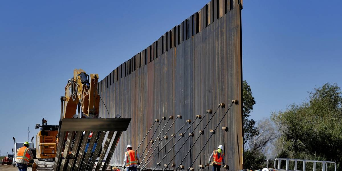 Gobierno de Trump anuncia haber completado 160 kms de muro