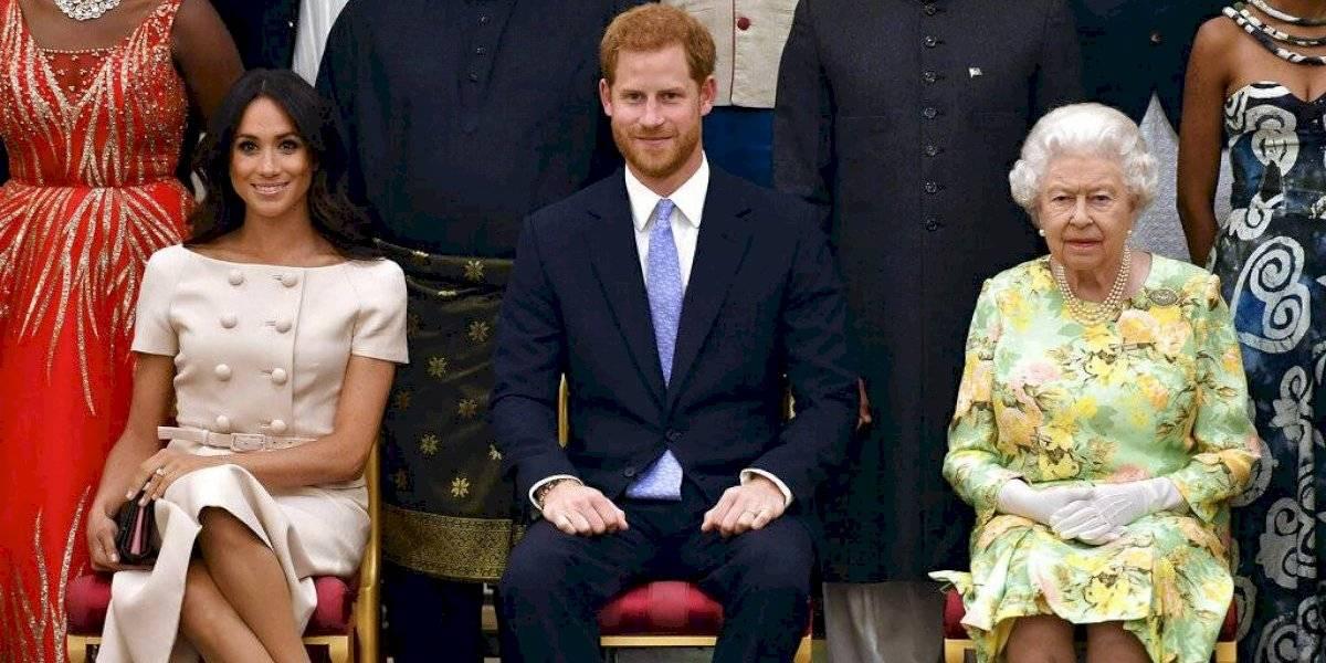Reina Isabel anuncia que Meghan y Harry ya no usarán sus títulos nobles ni el dinero de la realeza