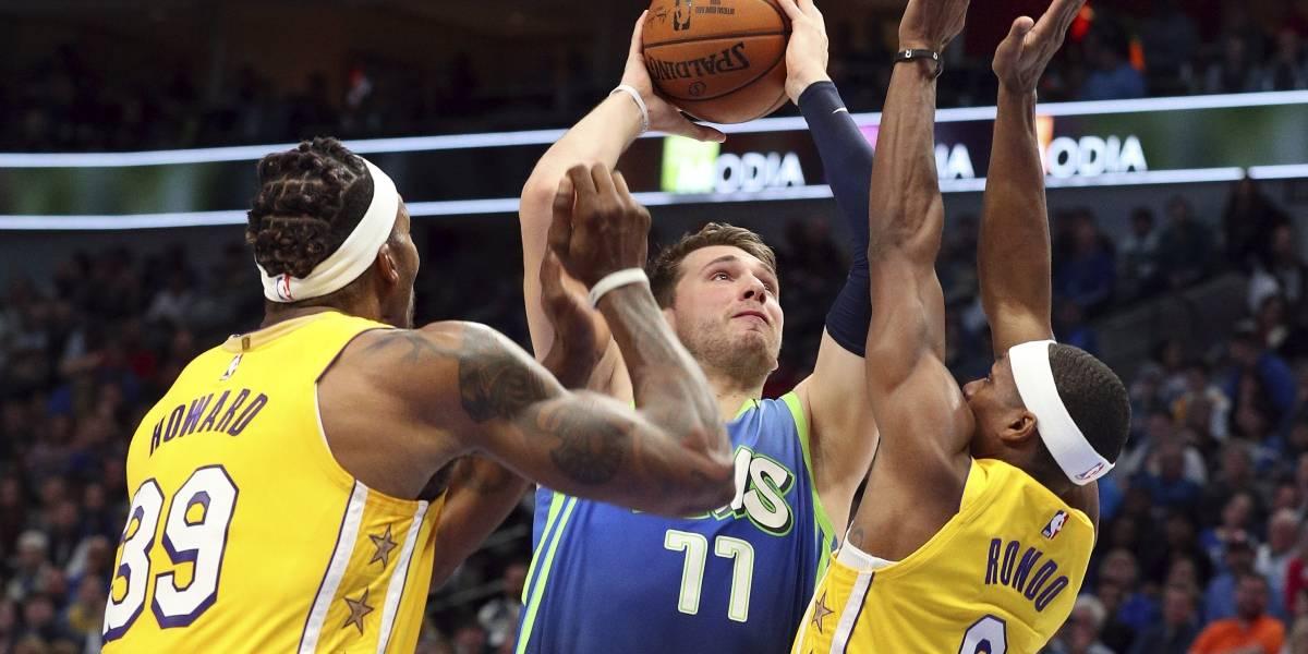 Lakers lideran ante unos frustrados Mavericks