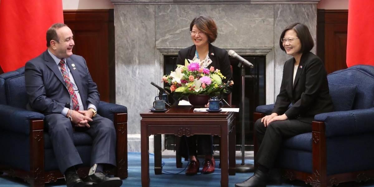 Giammattei felicita a presidenta de China (Taiwán) por lograr su reelección