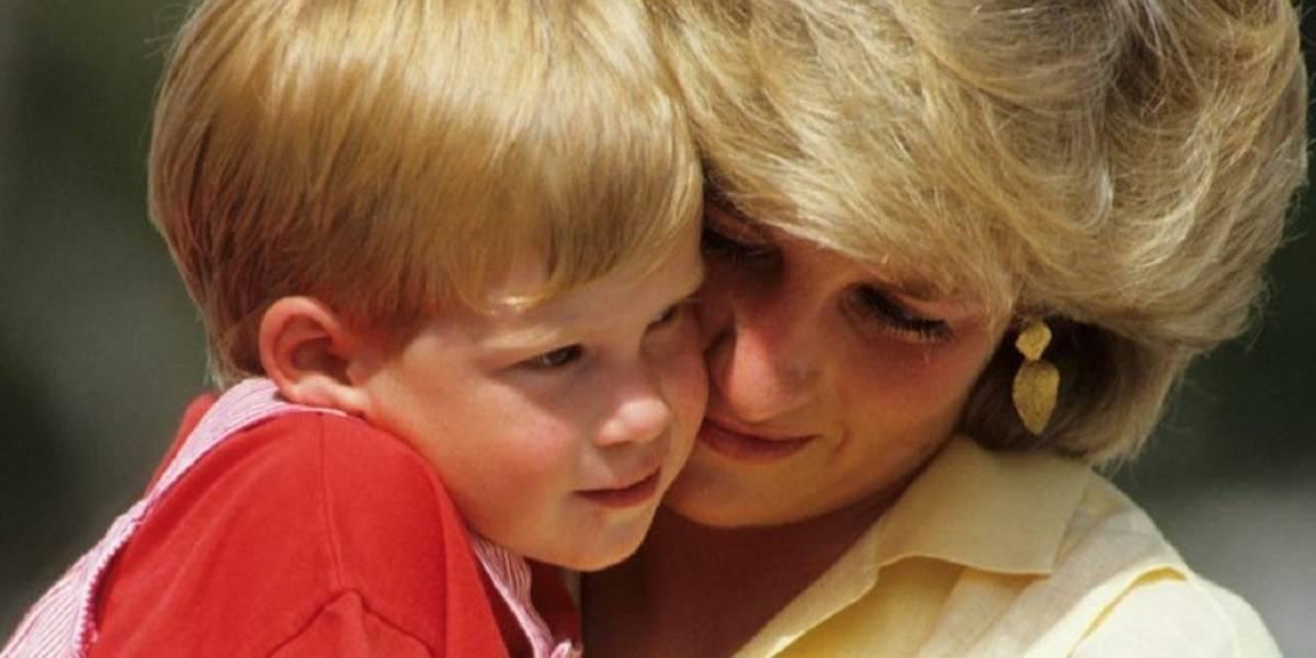 El video viral de la princesa Diana regañando a un travieso príncipe Harry