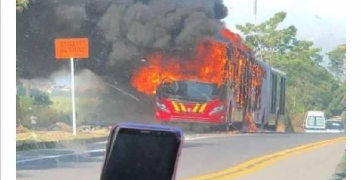 Bus nuevo de TransMilenio se incendió antes de llegar a Bogotá