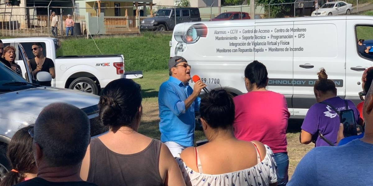 Ismael Miranda lleva música y oración a comunidad en Guayanilla