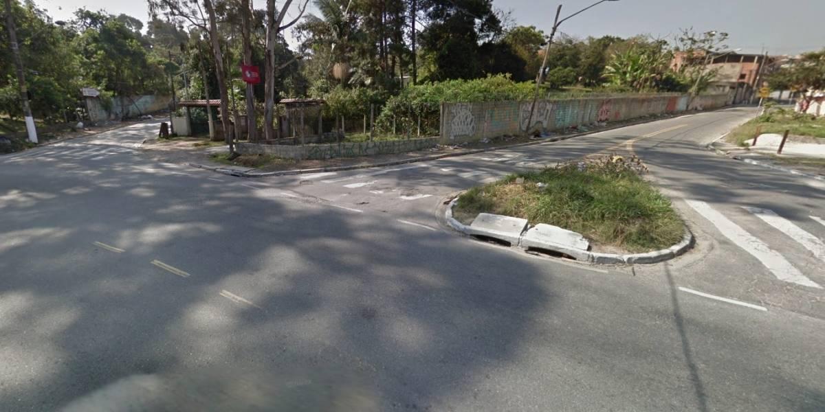 Carro com oito pessoas capota e homem morre na zona sul de São Paulo